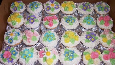 Butter cream and fondant flowers.
