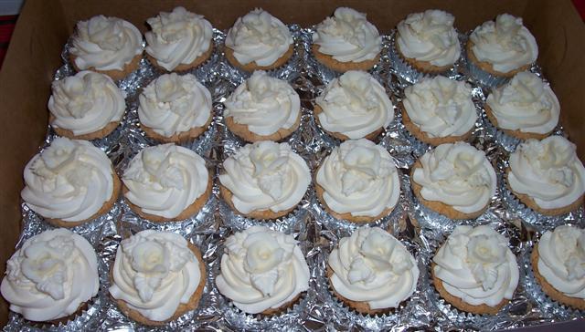 White Wedding Cake and Cupcakes | Bettycake\'s Photo Blog And Other ...